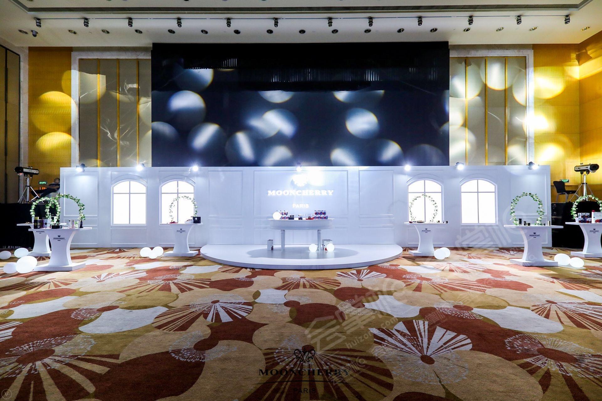 广州万富希尔顿酒店动态:时尚梦泉2018芳华之夜,精英盛典 地点:广州万富希尔顿酒店