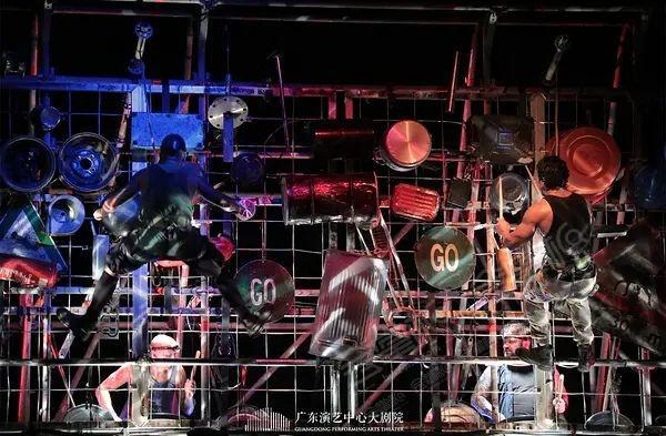 广东艺术剧院动态:百老汇创意舞台秀《STOMP破铜烂铁》剧照 地点:广东艺术剧