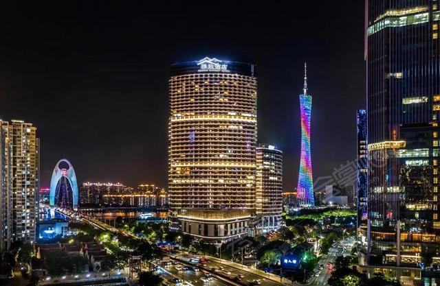 """广州新网红酒店,270°全落地窗俯视""""小蛮腰"""",28楼云端下午茶"""