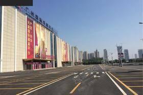 露天南广场