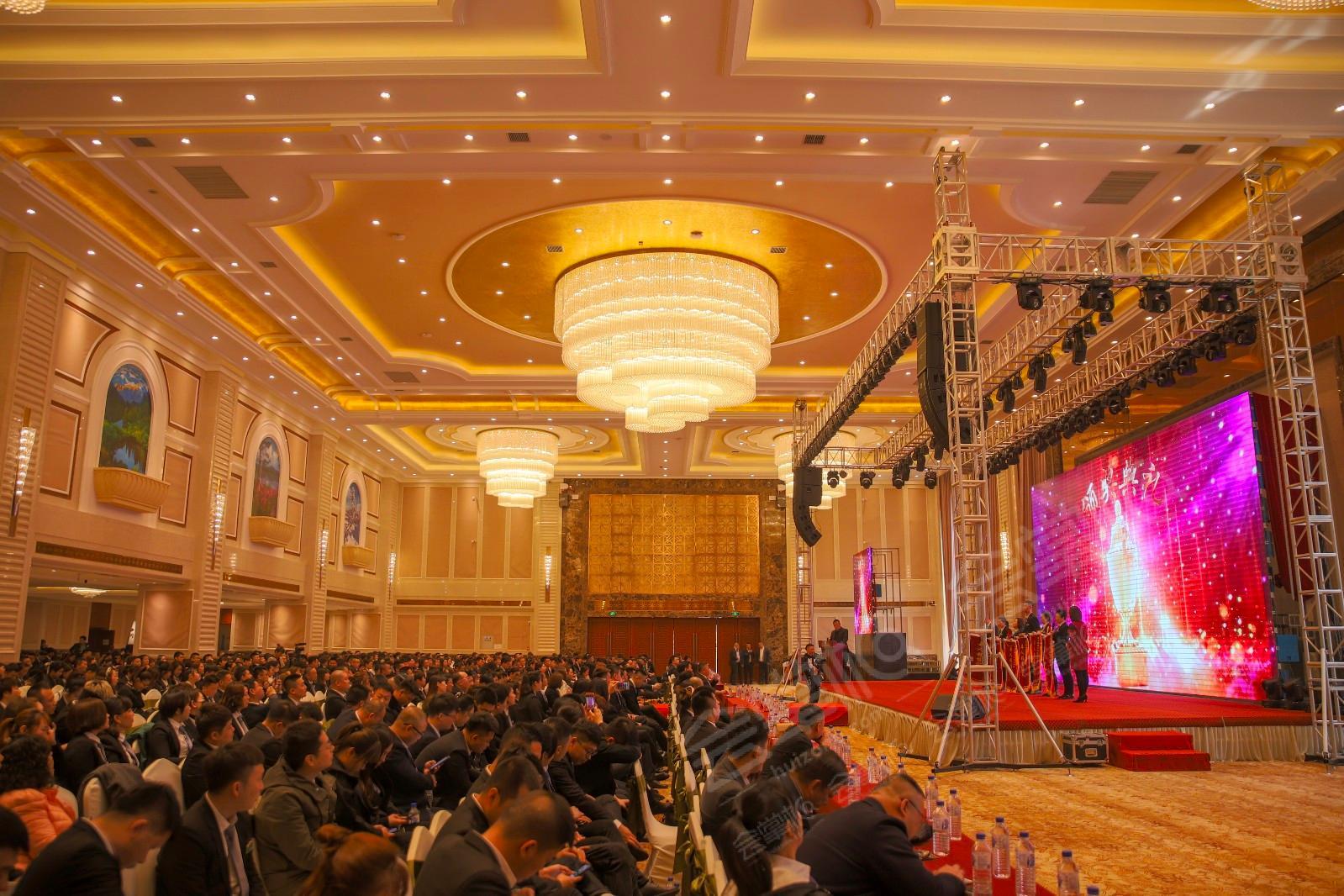济南能容纳200-300人办活动的四星级酒店有哪些?