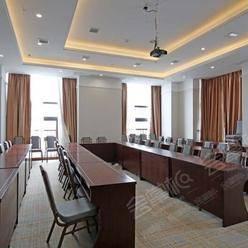 济南能容纳300-500人办会议的四星级酒店有哪些?