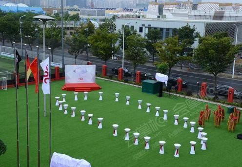 红宝石艺术中心——大草坪