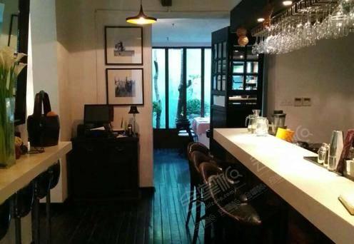 El Patio & Bubble's Bar