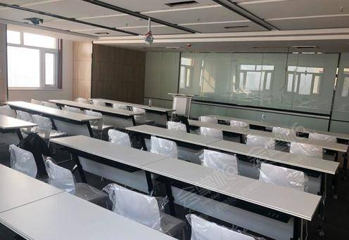 课桌式会议室