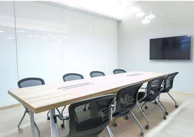 宜山路万体路-8人会议室