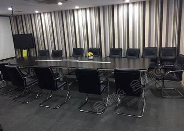 威宁路附近-26人会议室