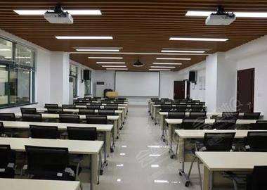 70人教室