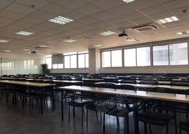 百人大教室